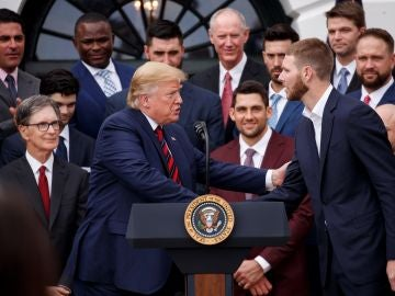 Donald Trump recibe a la plantilla de los Boston Red Sox