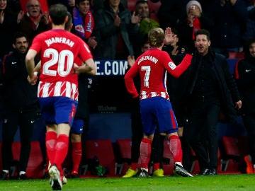Griezmann celebra un gol con Simeone