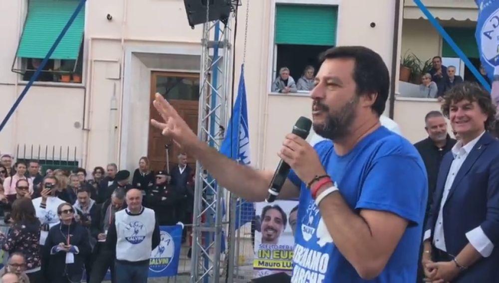 """Salvini prefiere legalizar la prostitución a la droga porque el """"amor es bueno"""""""