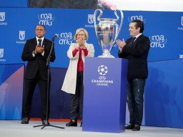 Roberto Carlos, Manuela Carmena y Paulo Futre
