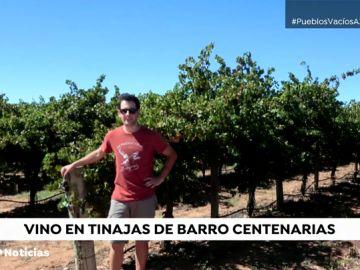 Un joven de Pozoamargo elige la forma de hacer vino de sus antepasados manchegos para resucitar su pueblo