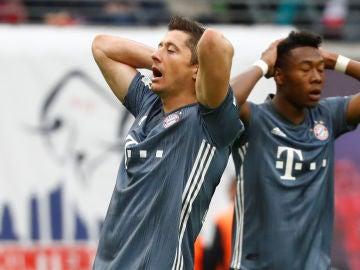 Lewandowski lamenta una ocasión ante el Leipzig