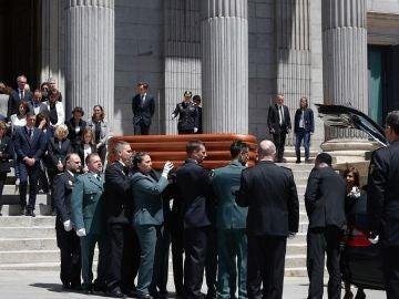 Sacan el féretro de Pérez Rubalcaba del Congreso