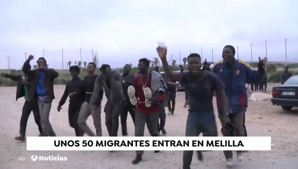 Al menos cinco heridos, cuatro de ellos agentes, en un nuevo salto masivo a la valla de Melilla