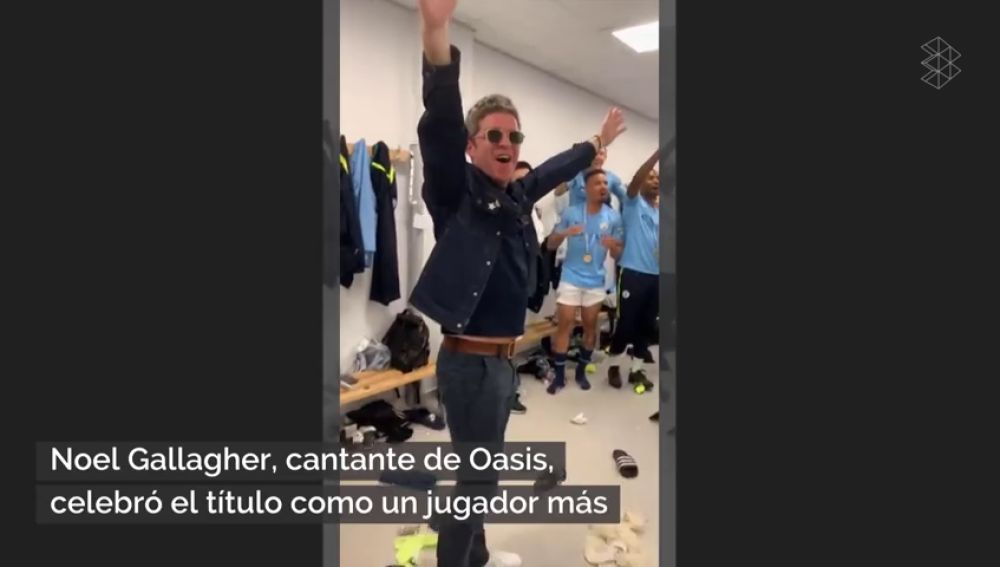 Noel Gallagher, desatado: el cantante de Oasis celebra la Premier del Manchester City en el vestuario
