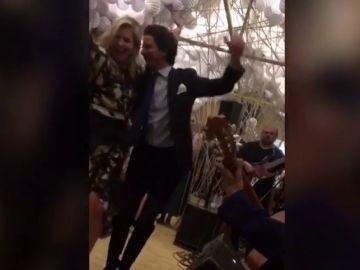 La Reina Máxima de Holanda se arranca a bailar en la Feria de Abril de Sevilla
