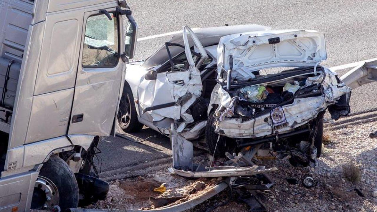 Dos Muertos Y Seis Heridos En Un Accidente De Tráfico En