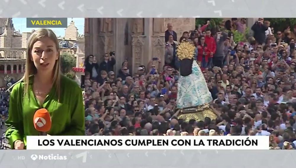 Los valencianos piden salud y trabajo a la Virgen de los Desamparados, su patrona