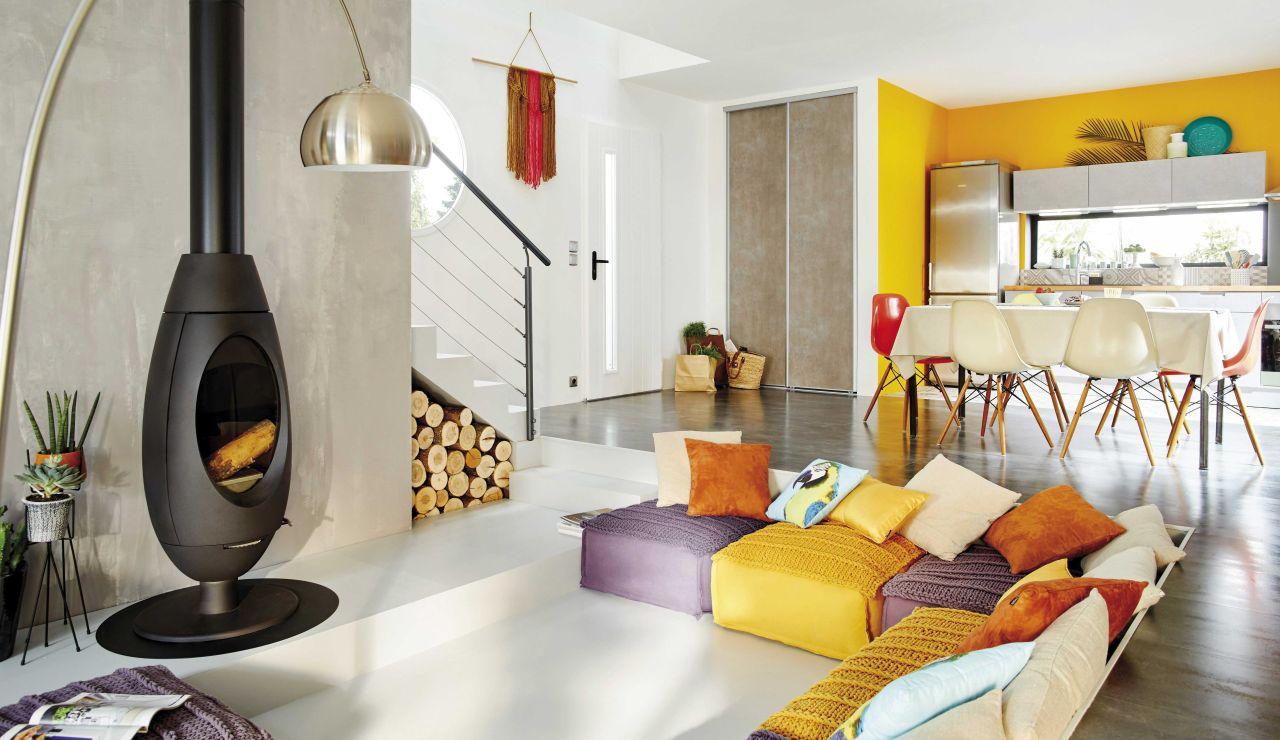 Los colores cálidos como el amarillo oro o el naranja matizado generan sensaciones acogedoras.