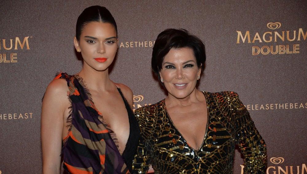 Kendall Jenner junto a su madre Kris Jenner