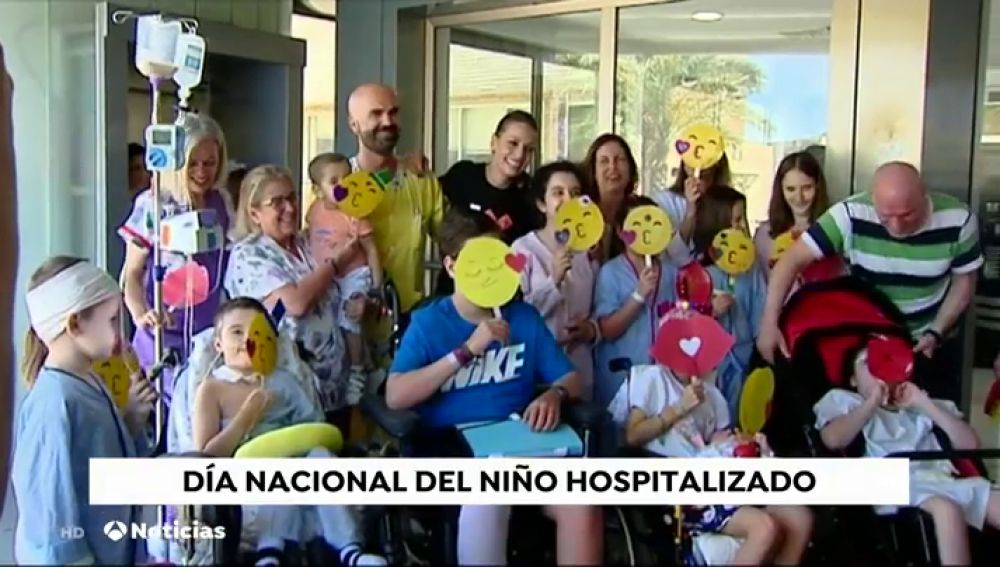 La Fundación Atresmedia organiza un lanzamiento masivo de besos y globos para celebrar el Día del Niño