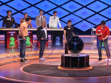 Alberto de 'Los Lobos' fusiona la fregona y el hula hop en '¡Boom!'