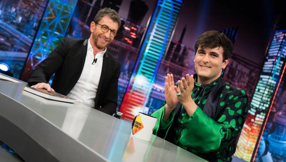"""Palomo Spain aplaude en 'El Hormiguero 3.0' cómo sus padres aceptaron su homosexualidad: """"Desde el principio les ha parecido fascinante"""""""