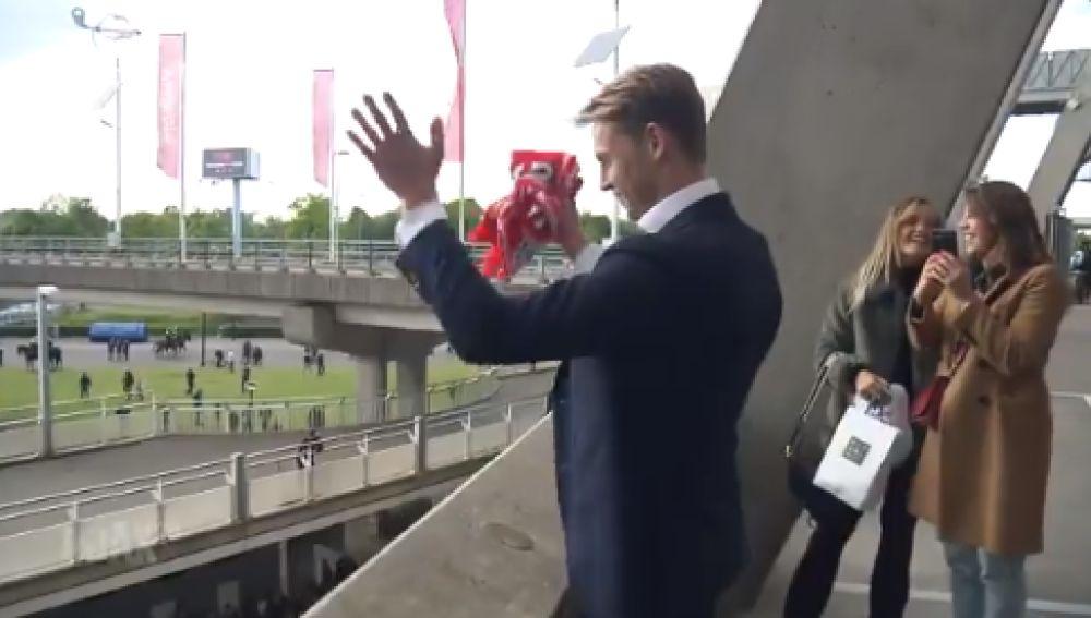 La afición del Ajax despide a de Jong