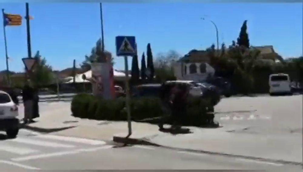 Varios heridos en Girona tras un enfrentamiento por la retirada de lazos amarillos y esteladas