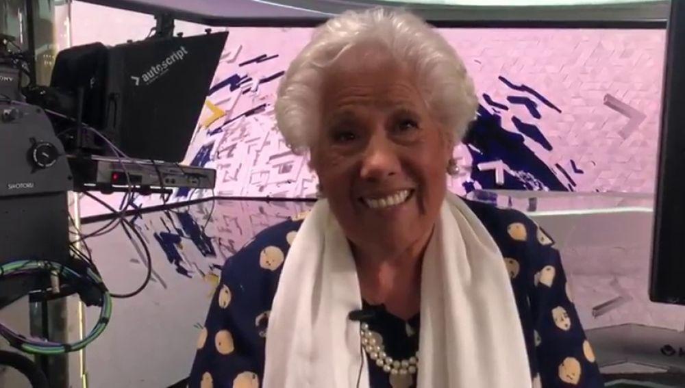 Charito, la candidata de 'Abuelas por Patones', visita el plató de Antena 3 Noticias