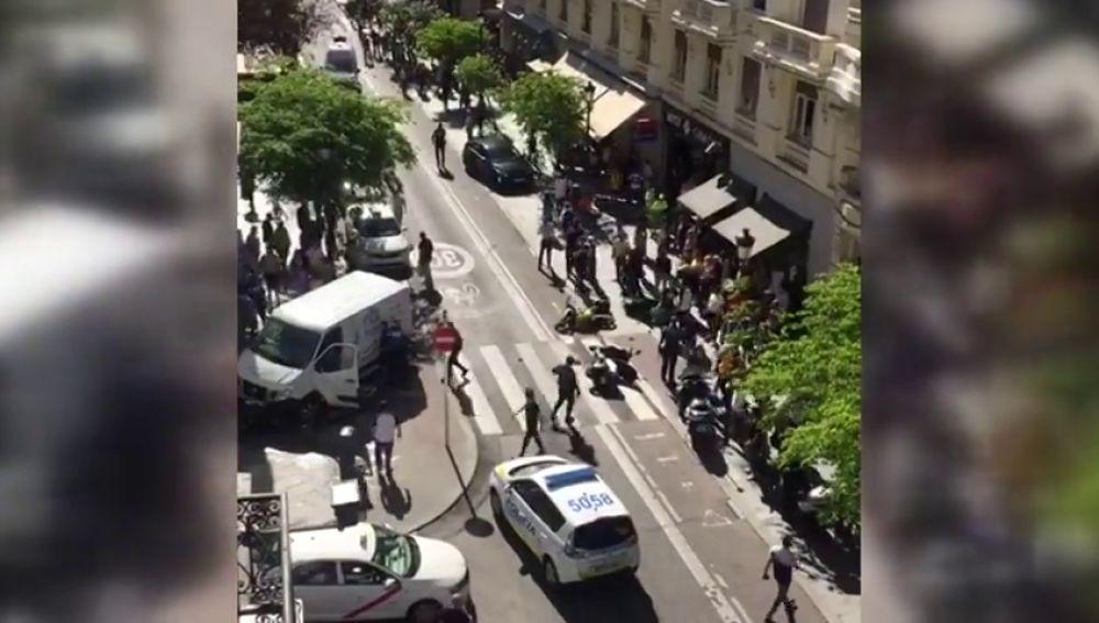 Arrolla a varias motos al huir a toda velocidad tras robar una furgoneta