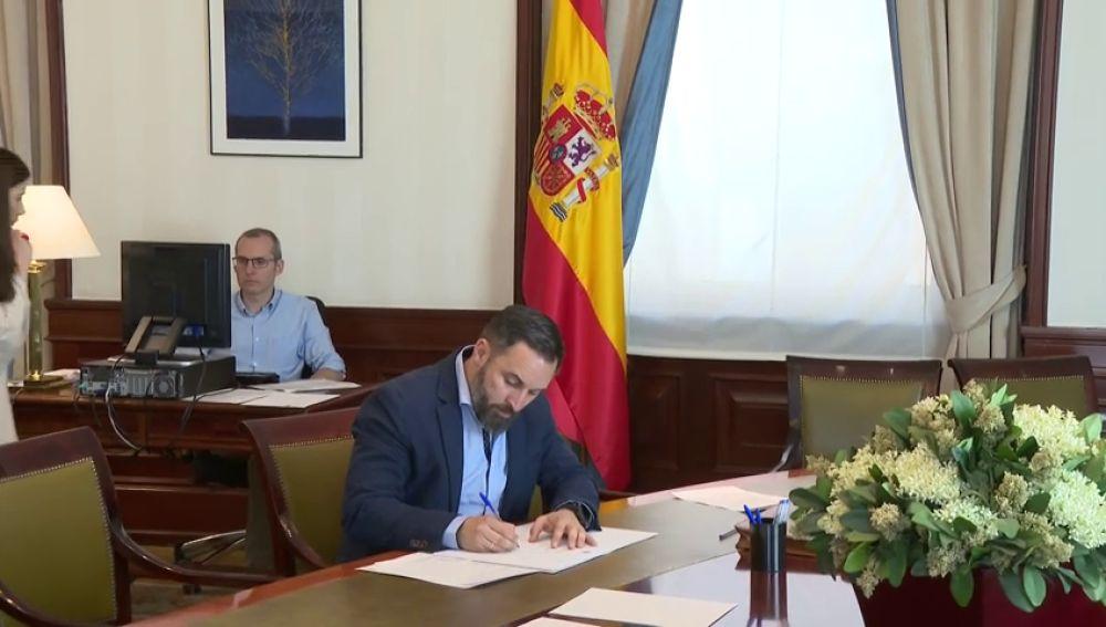 Santiago Abascal se acredita como diputado en el Congreso