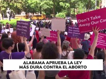 Alabama aprueba la ley antiaborto sin excepciones en casos de violación e incesto