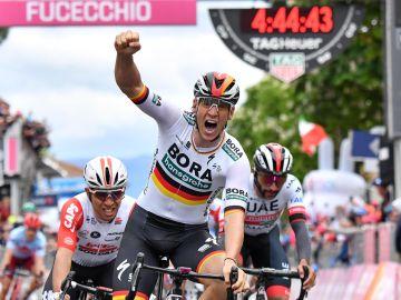 Pascal Ackermann celebra una victoria