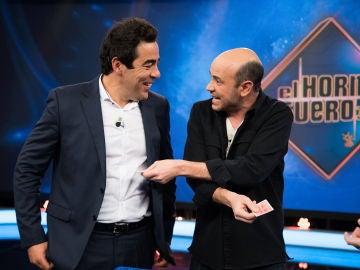 Cartas 'enfadadas', el mágico problema de Jandro para sorprender a Pablo Chiapella en 'El Hormiguero'