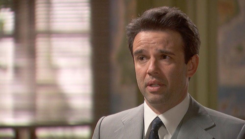 Carmelo, desconfía de Severo y le pregunta si tiene algo que ver con la bomba