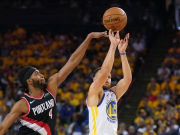 Stephen Curry, en acción ante los Blazers