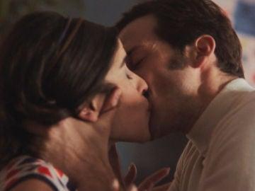 Un emocionado Guillermo besa a Nines