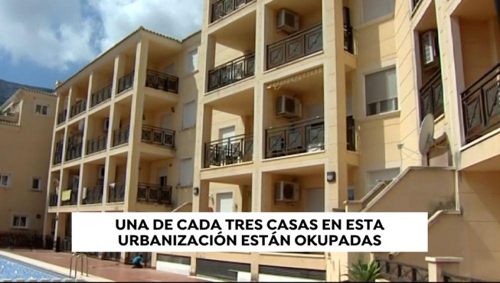 Una de cada tres casas están okupadas en esta urbanización residencial de Denia (Alicante)