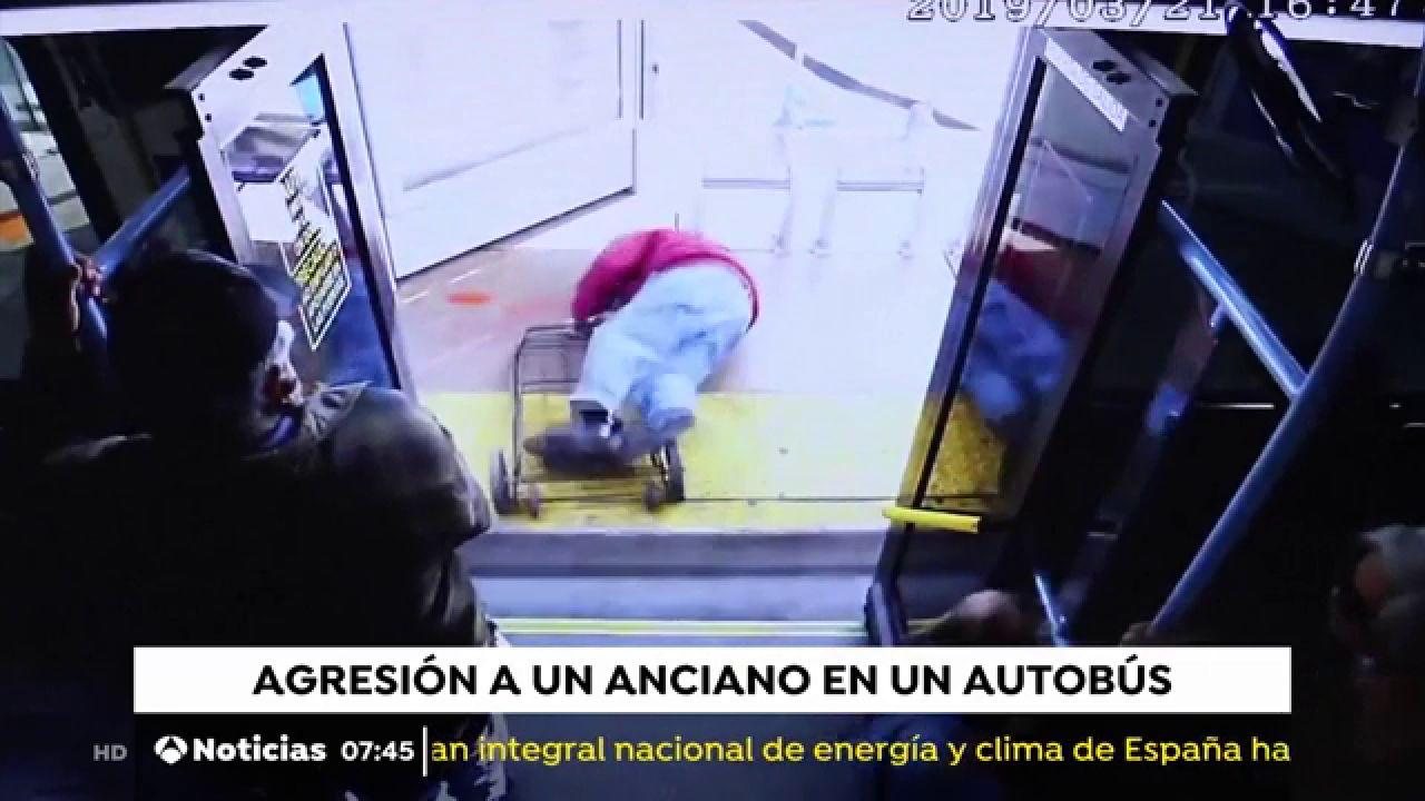 Muere Un Anciano Tras Ser Empujado Fuera De Un Autobús