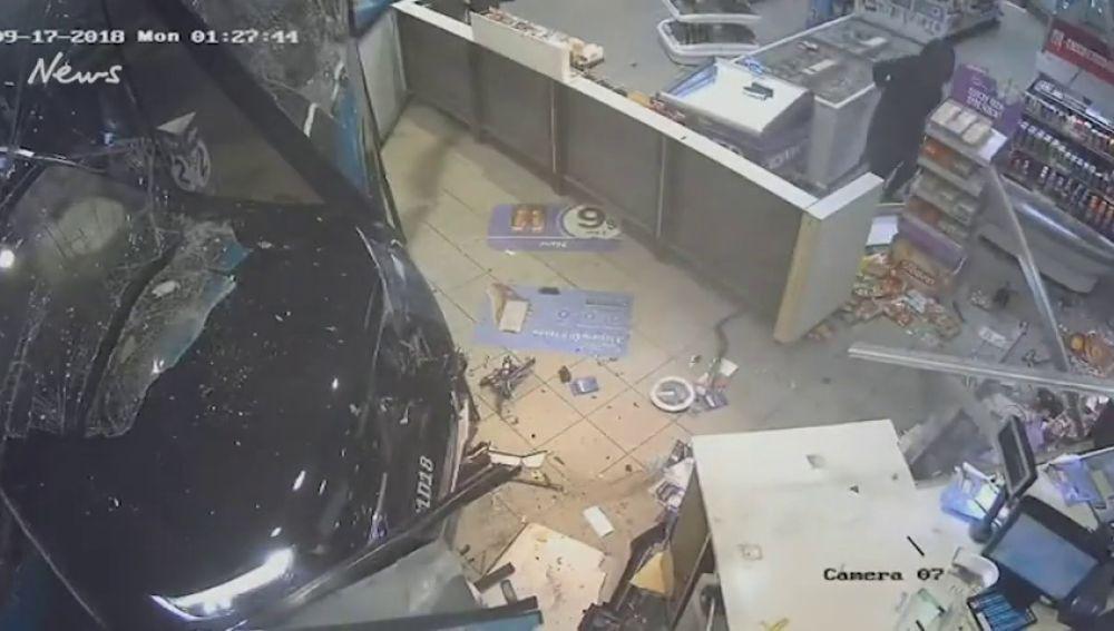 Una cámara de seguridad graba la brutal paliza de un hombre a una embarazada en Australia