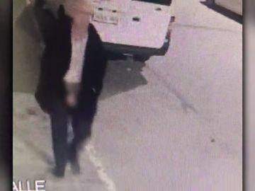 Detienen a un hombre que paseaba enseñando los genitales y que intentó violar a una joven