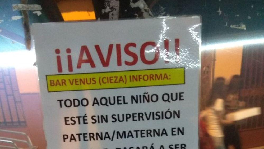 El polémico cartel de un bar de Murcia
