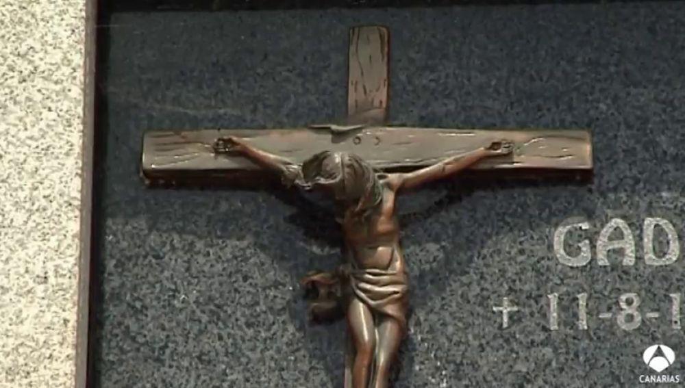 Roban objetos de bronce en un cementerio de Las Palmas