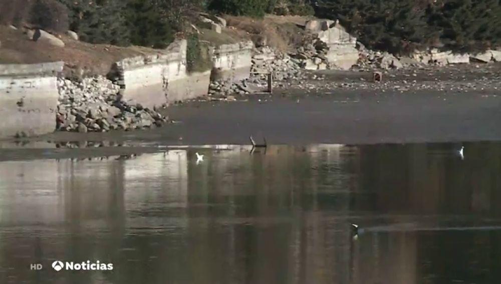 Hallan carritos de la compra, sofás e, incluso, una pistola entre la basura de los ríos españoles