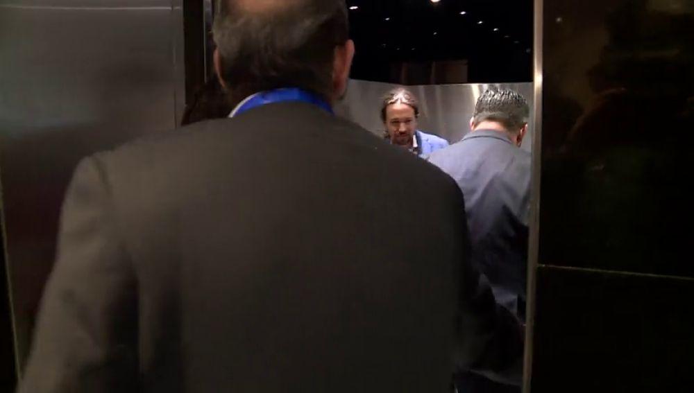 Santiago Abascal y Pablo Iglesias coinciden en el ascensor del congreso