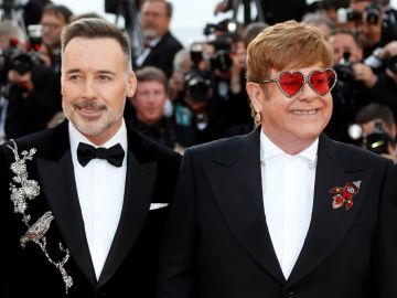 El músico Elton John y su marido David Furnish