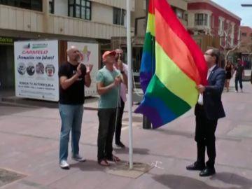 Izan la bandera multicolor en defensa de los derechos LGTBI