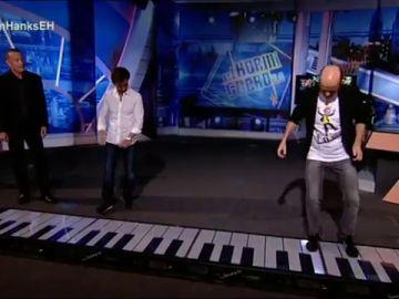 Jandro cumple uno de sus sueños en 'El Hormiguero 3.0': tocar el piano junto a Tom Hanks