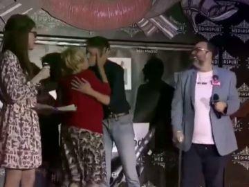 El beso de Carmena y Errejón en un acto por los derechos de la comunidad LGTBI