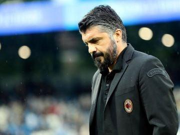 Gattuso, cabizbajo en un partido con el Milan