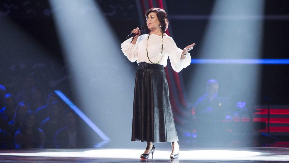 Betty Singh canta 'Se me olvidó otra vez' en las Audiciones a ciegas de 'La Voz Senior'