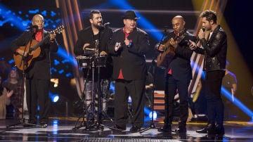 David Bisbal, Pablo López y Antonio Orozco interpretan con los D'Orlando una versión de 'Lágrimas negras' en las Audiciones a ciegas de 'La Voz Senior'