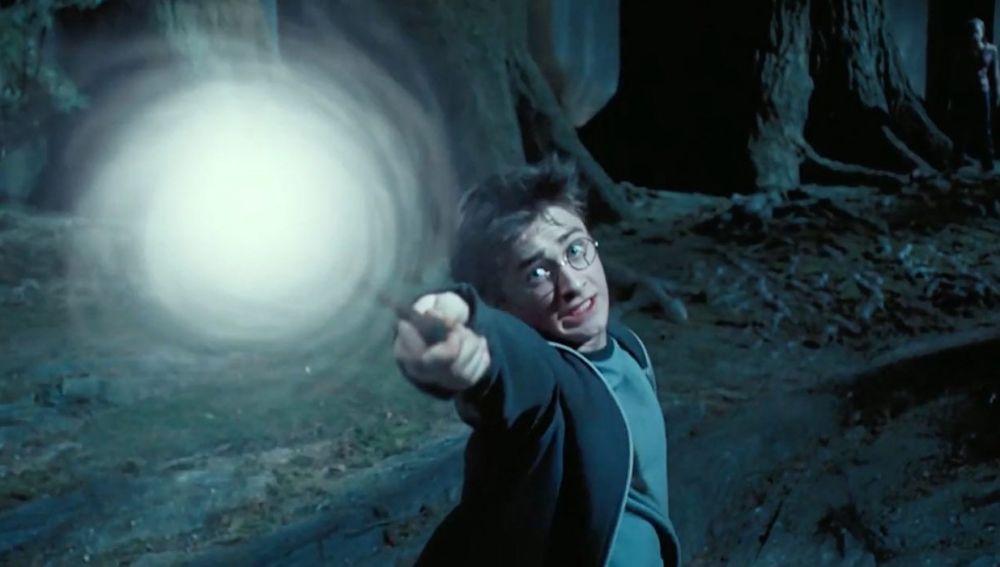Harry Potter conjurando su Patronus