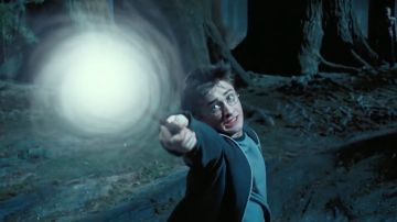 Harry Potter conjurando su Patronus