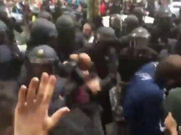 Proyectan ante el Supremo nuevos vídeos para demostrar que si hubo violencia contra los manifestantes durante el 1-O