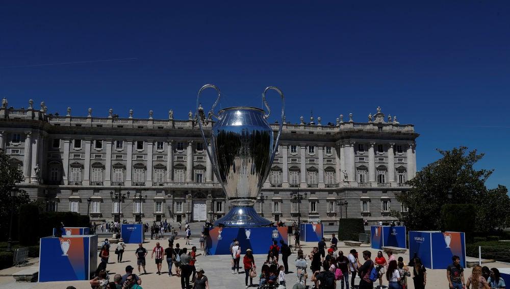 El trofeo de la Champions League, en el Palacio Real