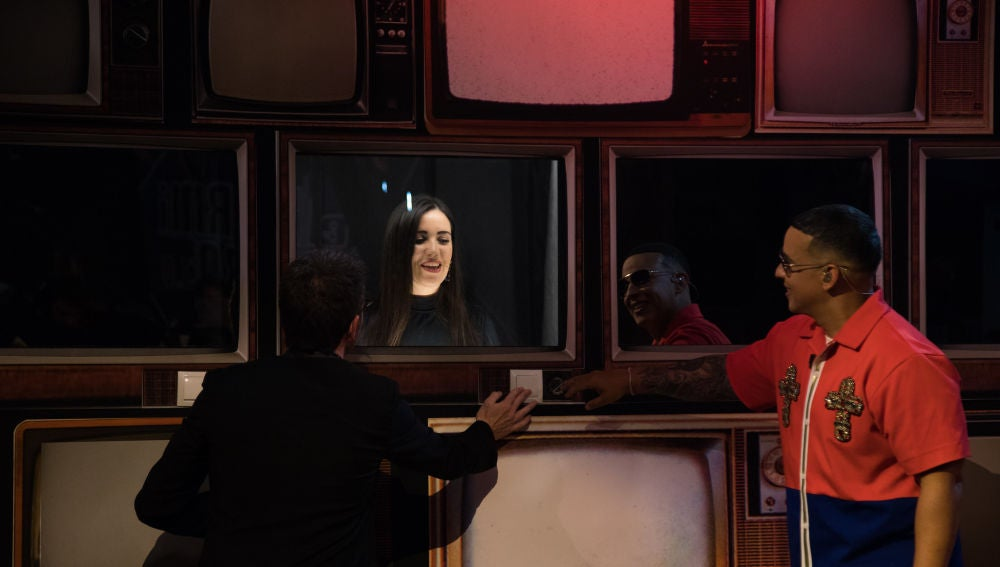 Daddy Yankee alucina con las televisiones cantarinas de 'El Hormiguero 3.0'