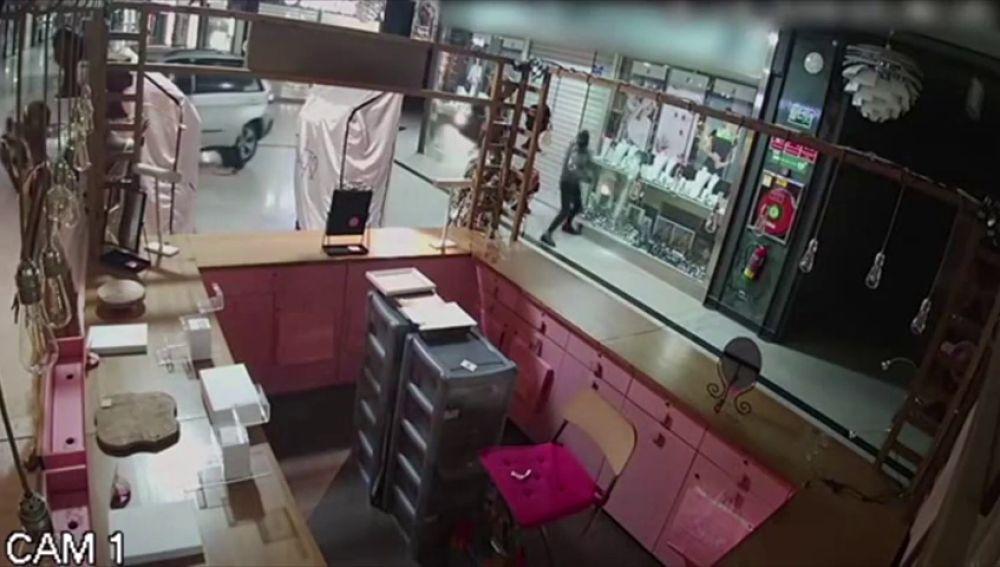 Detenida una peligrosa banda de ladrones que reventaban a mazazos los escaparates
