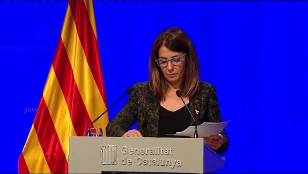 La portavoz del gobierno catalán lee sus respuestas para evitar el bochorno de su última rueda de prensa